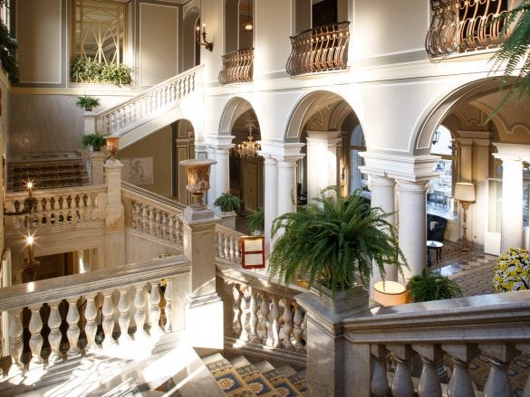 grand-staircase-villa-deste