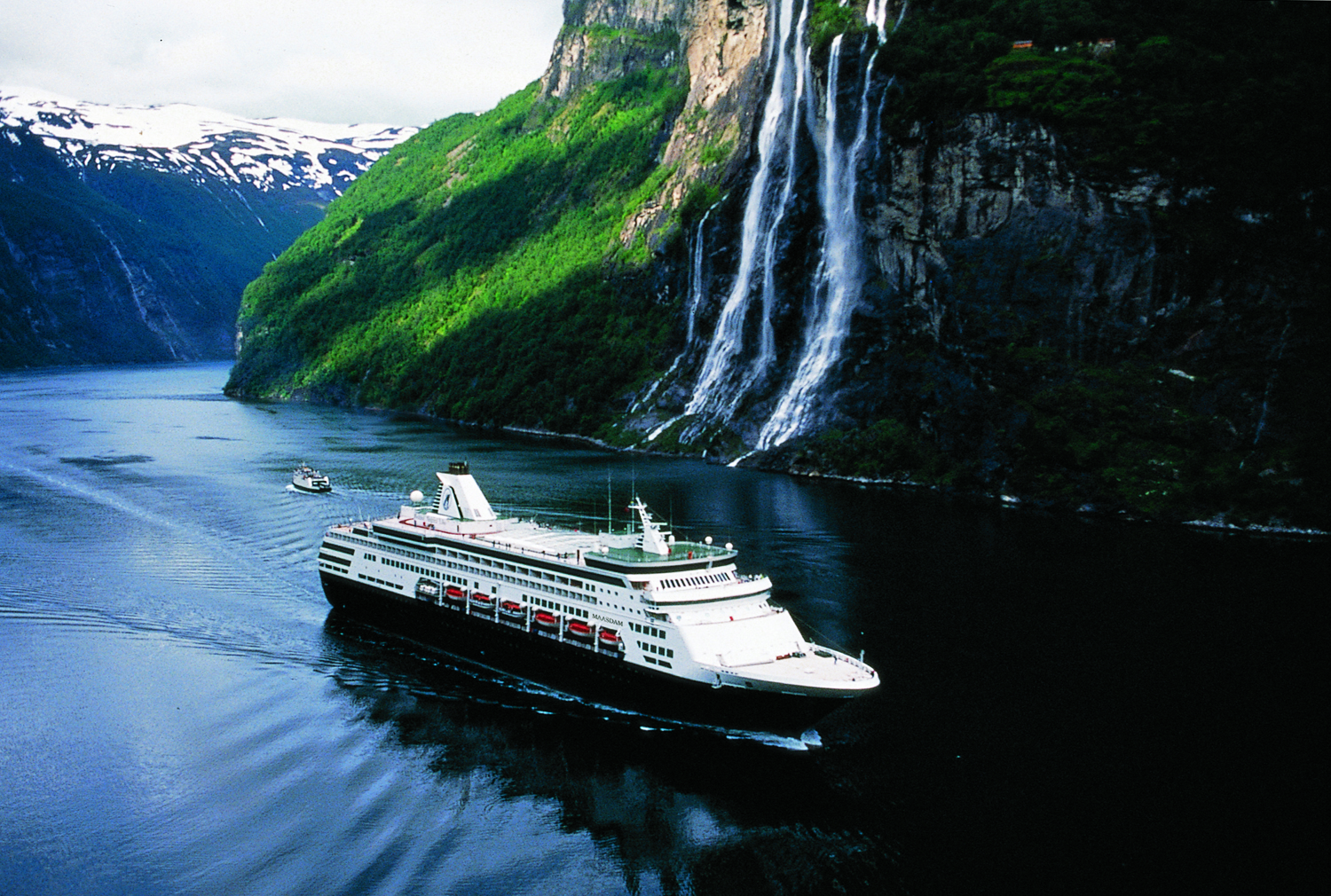 Holland-America-Ship-in-Norway