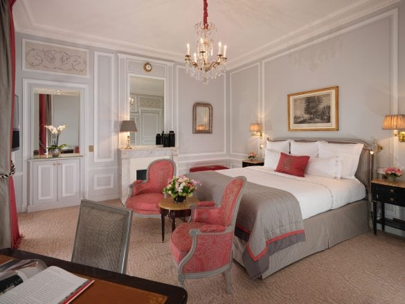 Hotel-Plaza-Athenee-Superior-Room